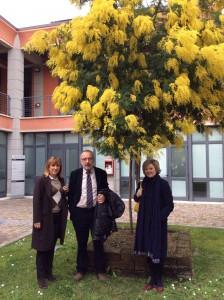 Davanti al Polo tecnologico di Navacchio (da destra): Sandra Vitolo, presidente; Alessandro Giari, direttore generale; Elisabetta Epifori, direttore operativo.